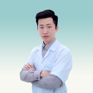 bac si Phạm Minh Tuấn