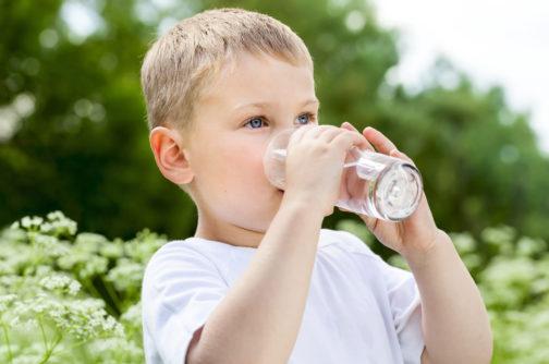 eDoctor - Cảnh báo tình trạng trẻ uống nhầm hóa chất